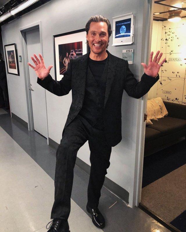 Мэттью МакКонахи в черной одежде