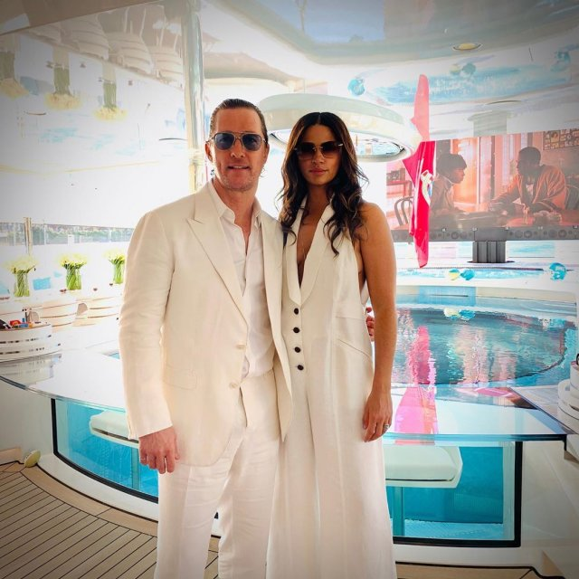 Мэттью МакКонахи с женой на супербоуле