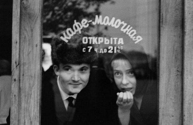 Студенты Щепкинского театрального училища Виктор Павлов и Инна Чурикова, 1960 год, Москва