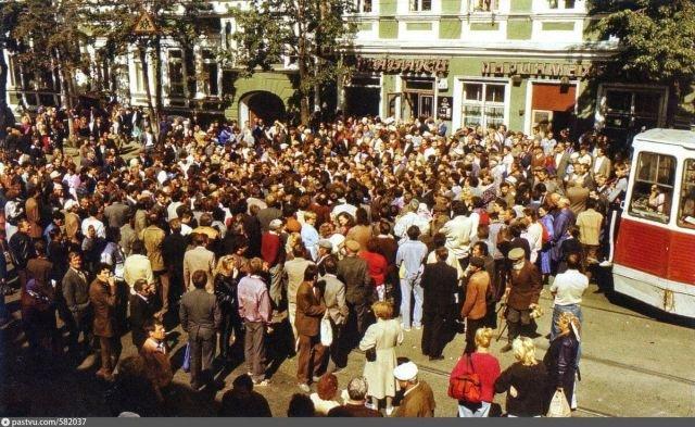 В мае 1992 у Дома Советов в Самаре собрались жители Якутии, Сибири и северных регионов