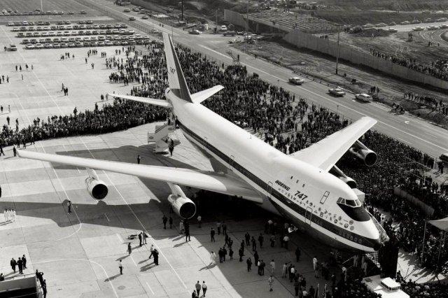 Первый в мире широкофюзеляжный самолет - Boeing 747, 1969 год