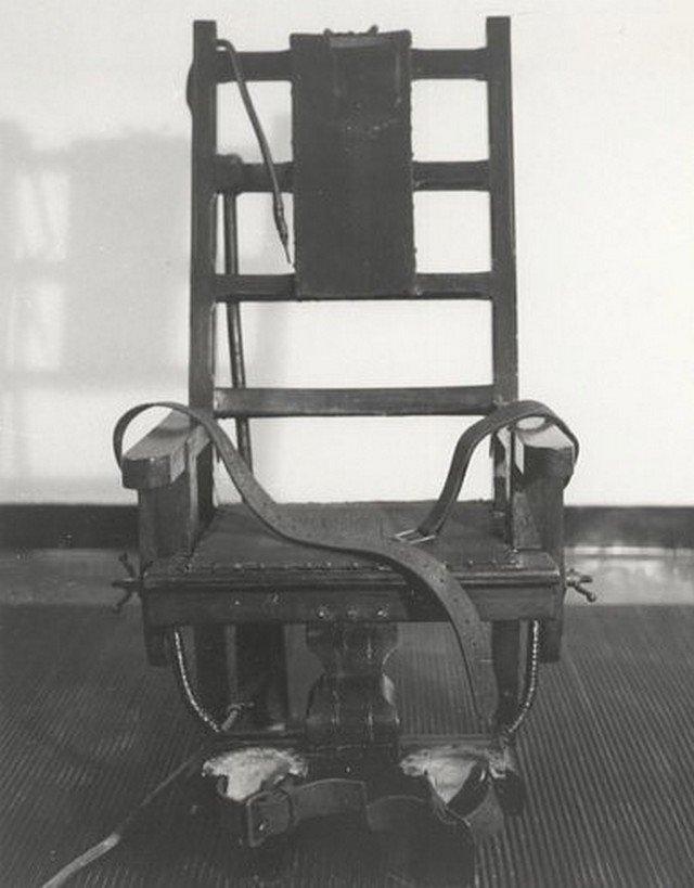 Электрический стул был представлен в 1890 год в Обернской тюрьме.
