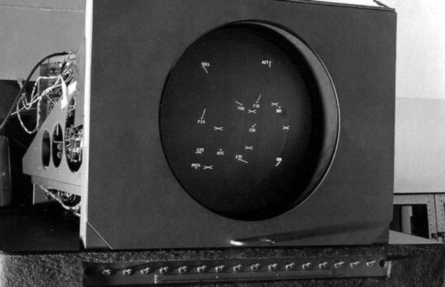 """Думали, что первая видеоигра появилась в Японии? Говорят, что все же в США - и называлась """"Развлекательное устройство на основе электронно-лучевой трубки"""". 1947 год."""