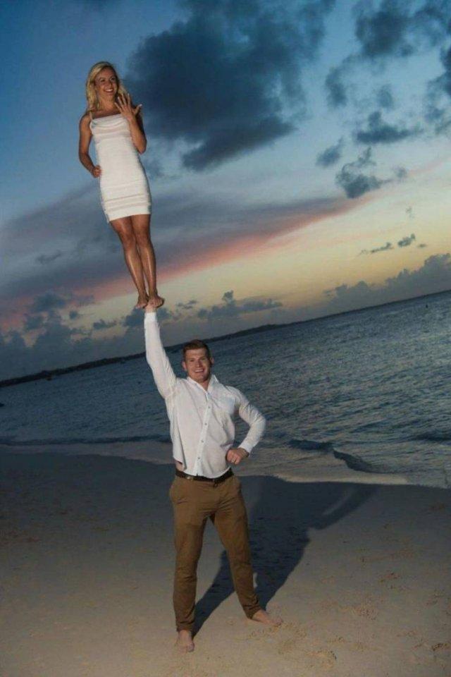 Сделал предложение девушке на пляже