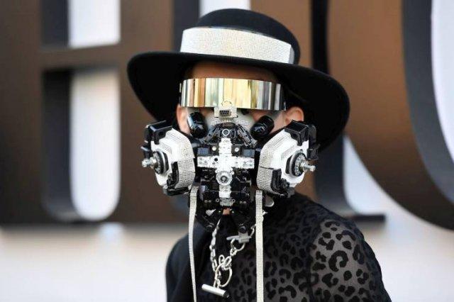 Креативная защитная маска