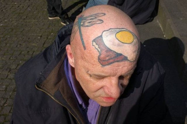 Татуировка еды на голове