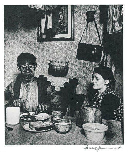 Шахтер из Нортамберленда за ужином, Англия, 1937 год