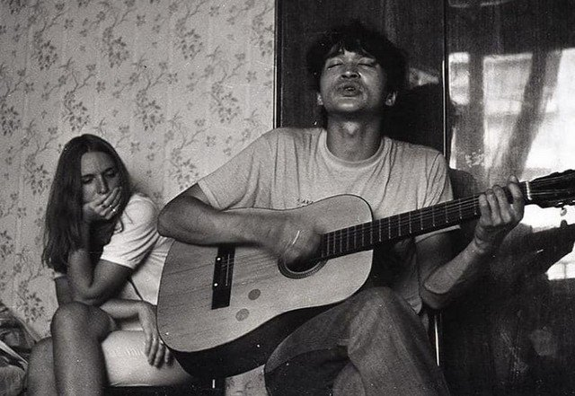 Марьяна Ковалева (жена Виктора Цоя с 1984г.) и Виктор Цой. Москва. СССР.1983 год.
