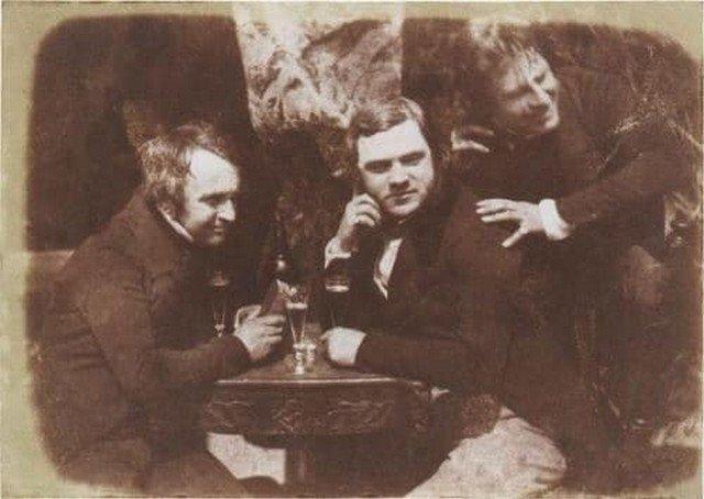 Первая в мире фотография мужчин, пьющих пиво. Сделана в 1844 году в Эдинбурге.