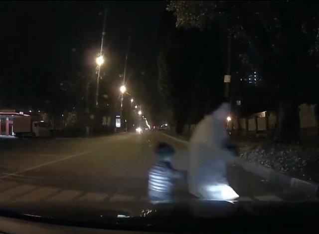 """""""Яжемать"""" и высокоинтеллектуальный диалог на пешеходном переходе"""