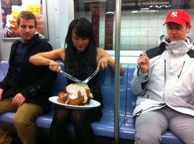 Ужин в вагоне метро