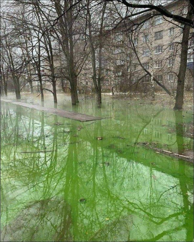 Затопленный двор