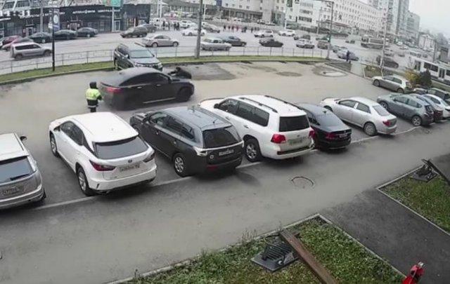 В Уфе водитель дорогого Mercedes прокатил на капоте заместителя командира батальона ДПС