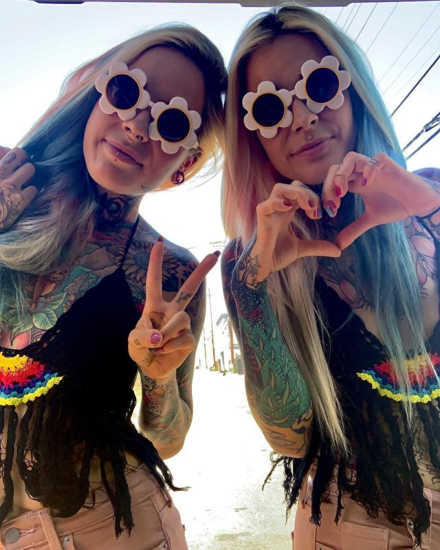 Алина и Алёна в очках