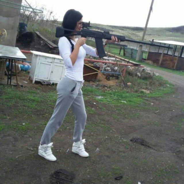 Девушка с винтовкой