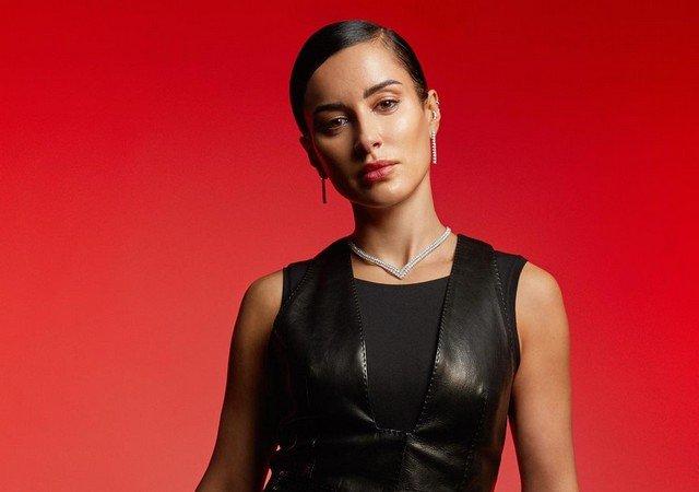 Тина Канделаки в черной одежде