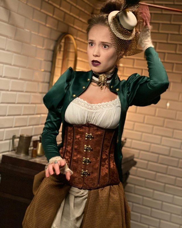 Катерина Ковальчук в одежде под старину
