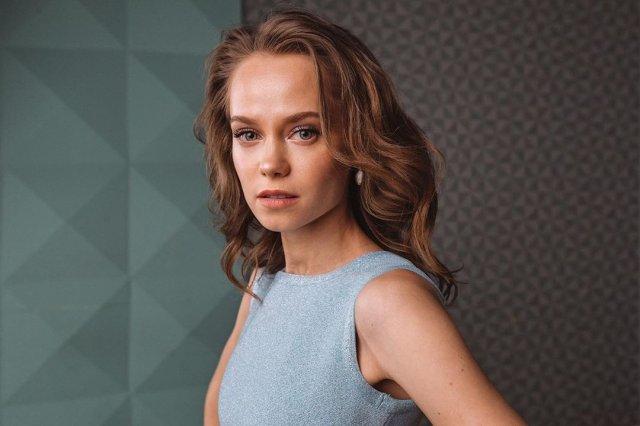 Катерина Ковальчук в снем платье