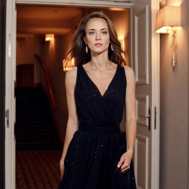 Катерина Ковальчук в черном платье