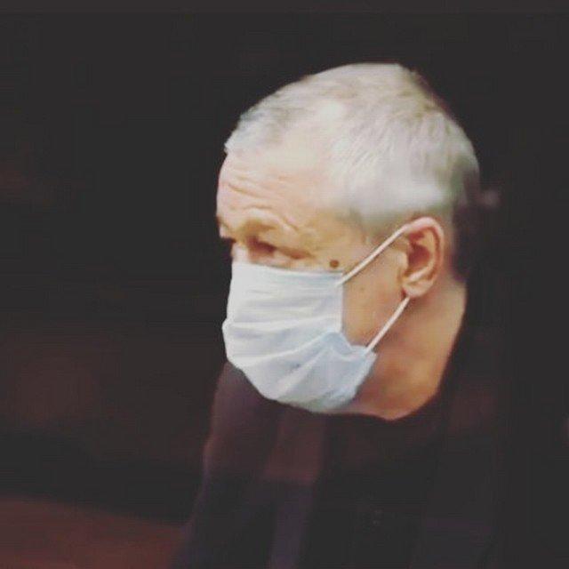 Михаил Ефремов в суде в маске