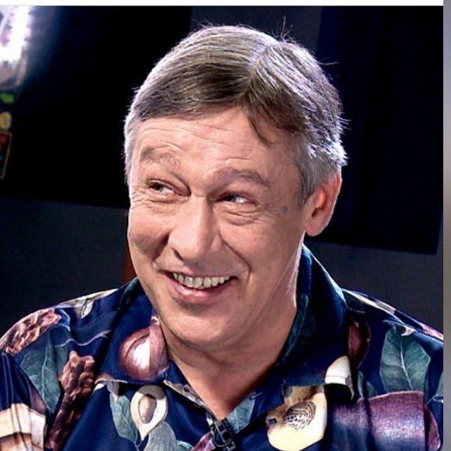 Михаил Ефремов синей рубашке