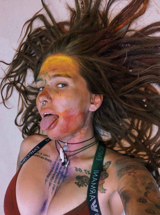 Instagram-модель Наташка Веретенникова (Natashka Veretennikova) с разрисованным лицом