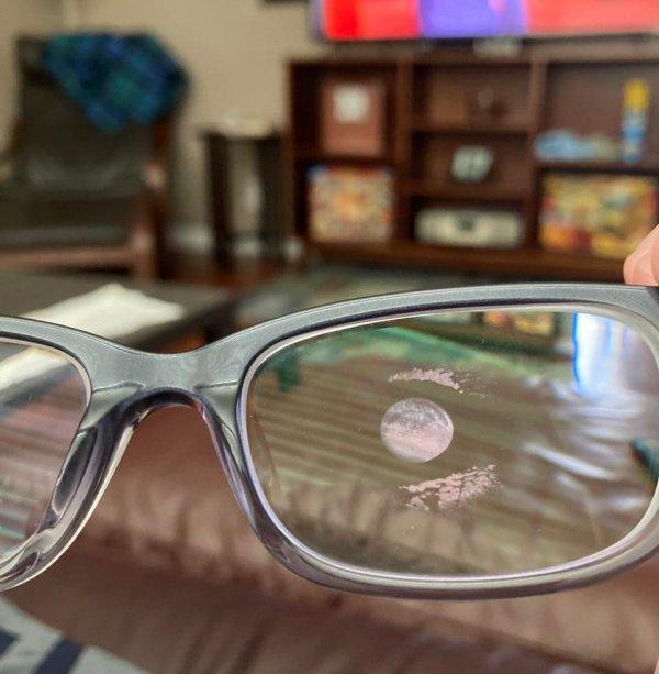 Вот как будет выглядеть отпечаток глаза на стекле