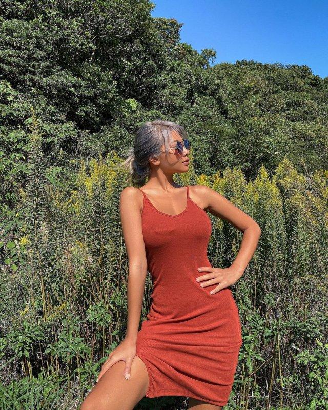 Блоегр Viennadoll в красном платье