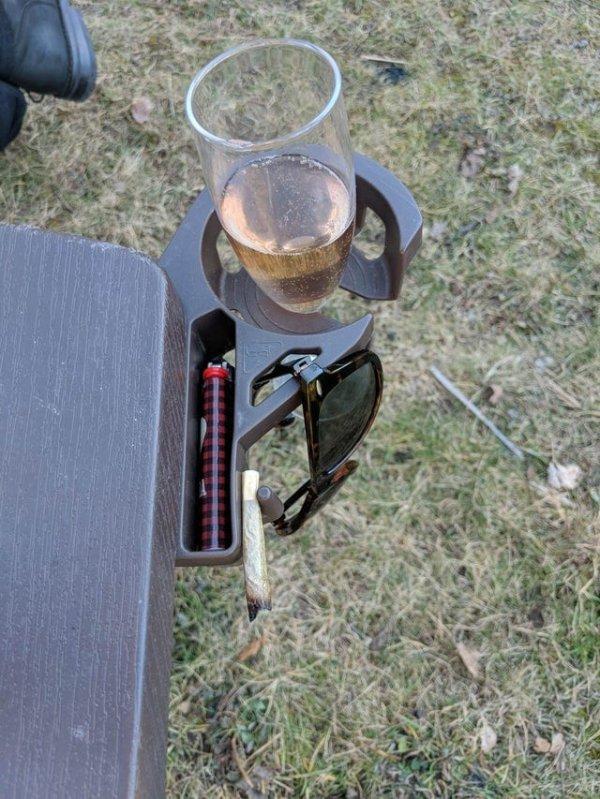 Раскладное кресло с подставкой для стакана и прочих мелочей