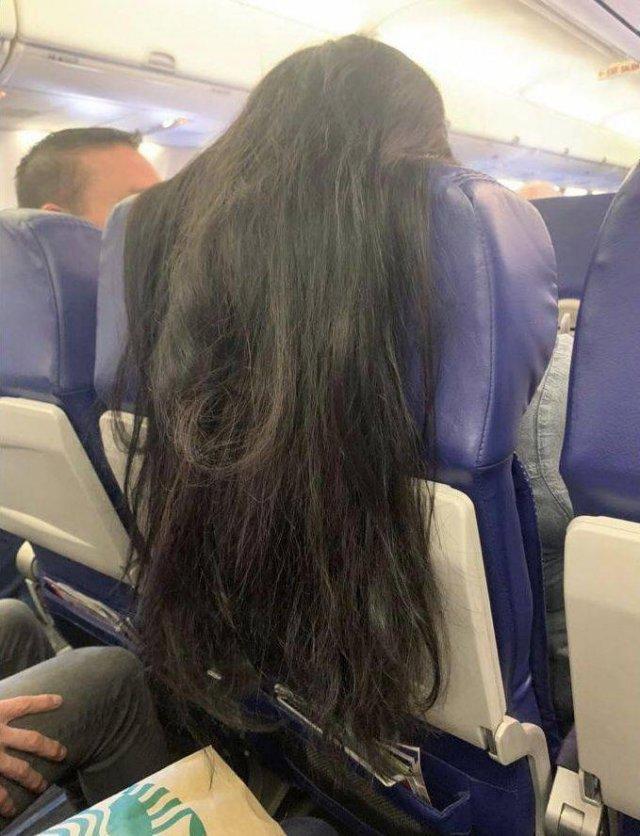 Волосы девушки в самолете