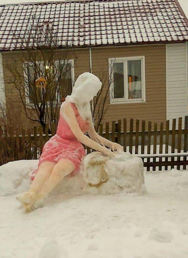 Скульптура из снега девушка