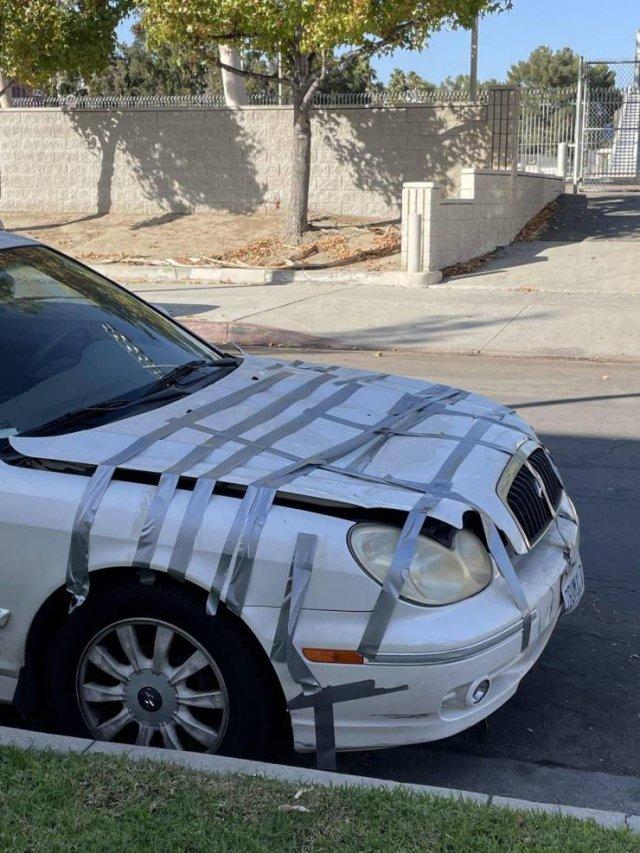 Ремонт автомобиля липкой лентой