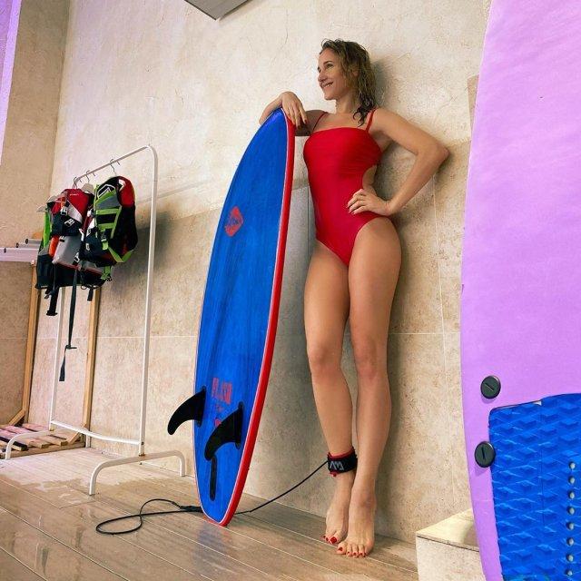 Юлия Ковальчук в красном платье