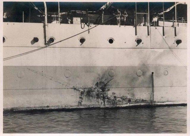 лед от попадания камикадзе (японского штурмовика Ки-51 «Соня») в броневой пояс английского КРТ «Сассекс»