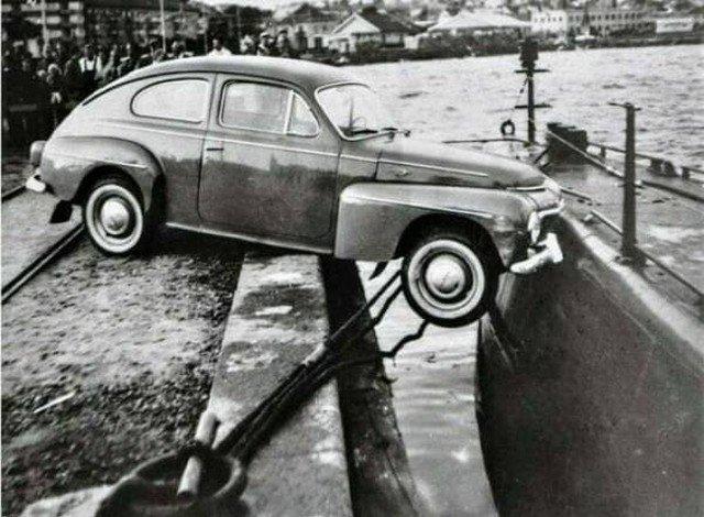 19 августа 1961 года в шведском городе Люсечиль произошло одно из сaмых маловероятных ДТП: столкновение автомобиля и подводной лодки.