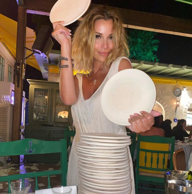 Ольга Орлова в белом платье