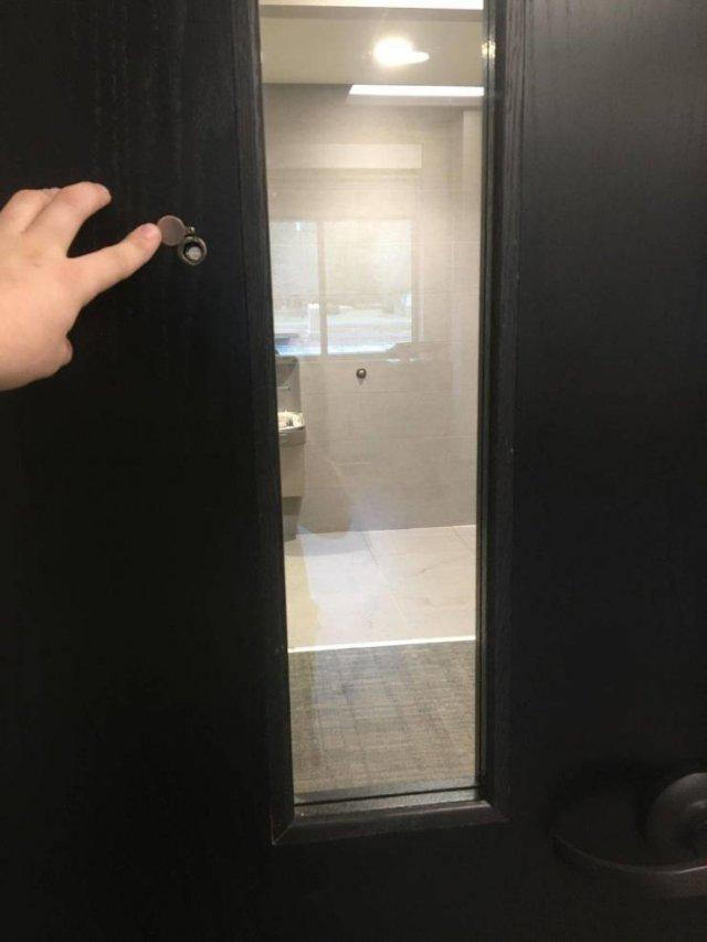 Глазок в двери