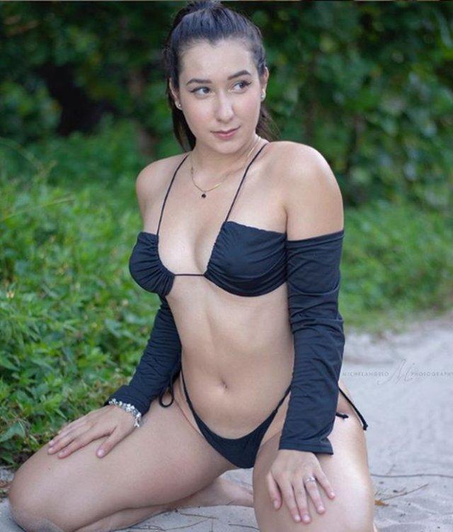 Дезире Гато (Desiree Gato) - девушка, зарабатывающая более 800 000 рублей на фотографиях ступней