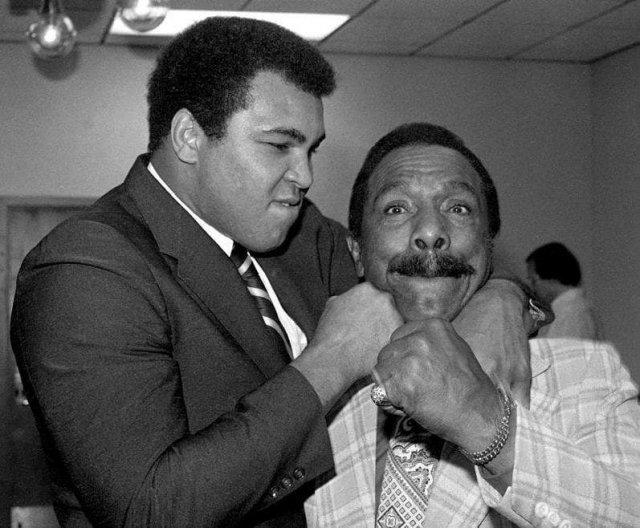 Мухаммед Али и его отец Кассиус Клей старший, 4 января 1980 год