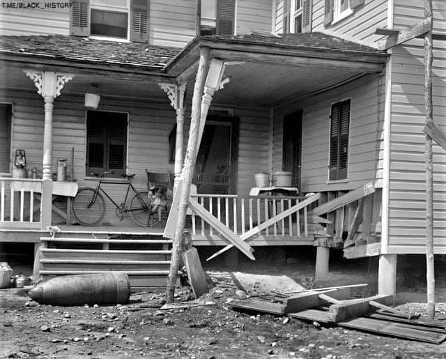 16-дюймовый снаряд, во дворе жилого дома в городке Индиан-Хед, штата Мэриленд. 1916-й год.