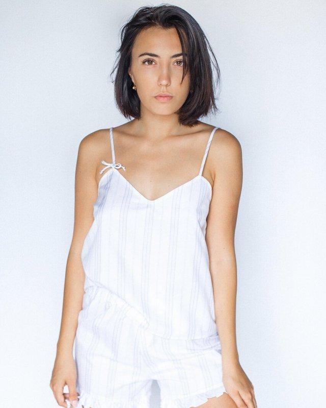 Ригина Гайсина - супруга блогера Евгения Кулика  в белом платье