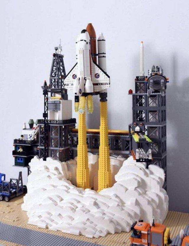 Шаттл из LEGO