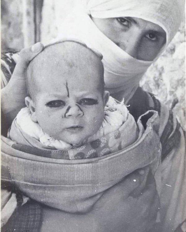 Защита младенца от злых духов, Турция, 1937 год