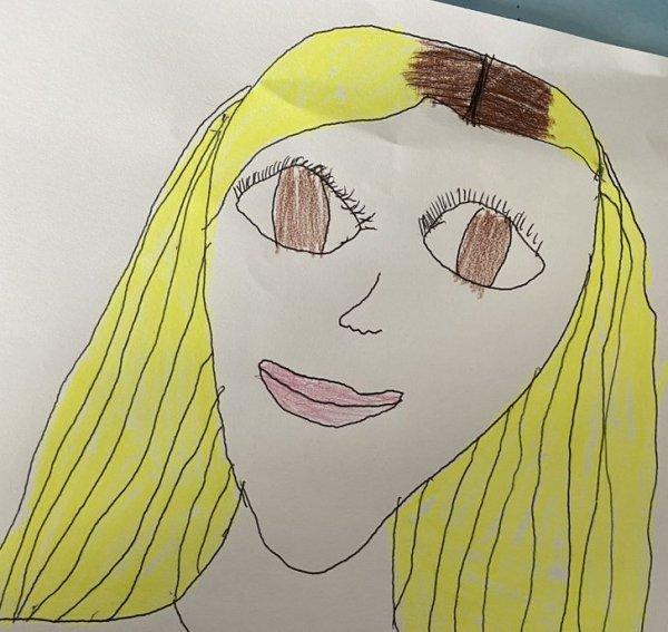 Ребенок нарисовал портрет мамы и она пулей побежала в парикмахерскую