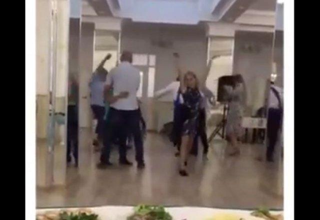 Самый эпичный танец на российской свадьбе