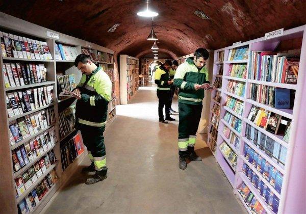 Турецкие сборщики мусора открыли библиотеку с книгами