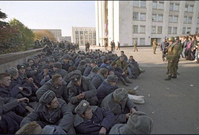 Арестованные милиционеры из охраны Верховного Совета