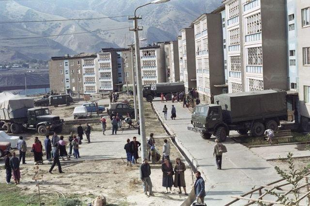 Российские войска производят эвакуацию жителей, 4 ноября 1992 год