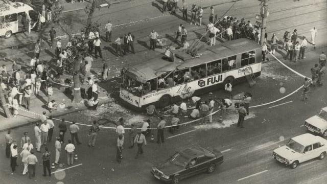 Взорванный троллейбус у станции метрополитена Алексеевская