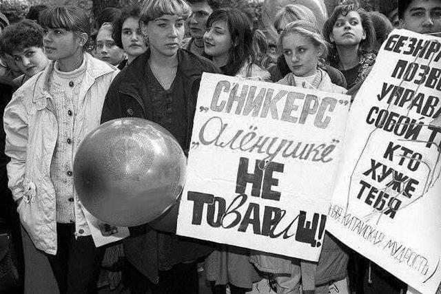 Демонстрация школьников и студентов против импортозамещения